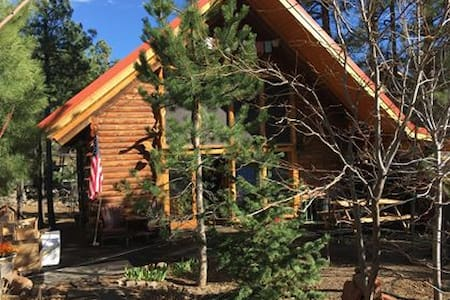 Genuine Log Cabin-Beautifully Appointed w/ Hot Tub