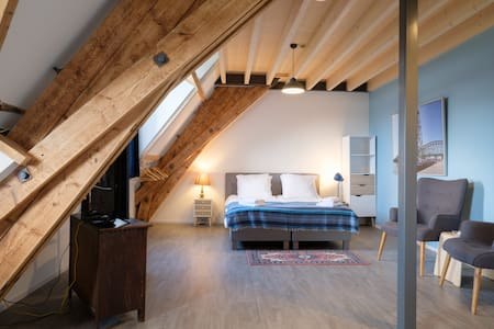 Loft Blue RUIM LICHT LOFT APPARTEMENT in oude kerk - Barendrecht - Bed & Breakfast