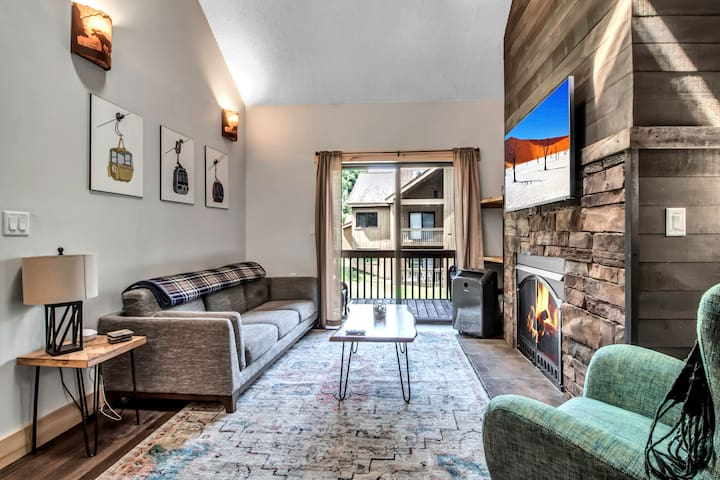 Updated ski-in/ski-out condo Holiday Valley