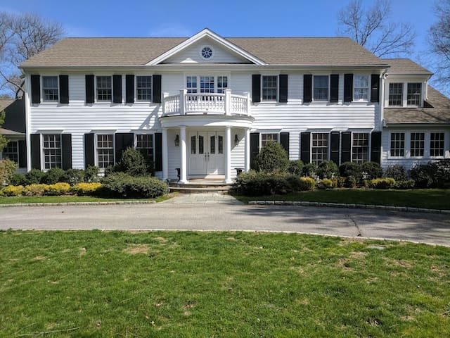 Basement Lvl Private 2BR/1BA Family/Pet Friendly - Stamford - House