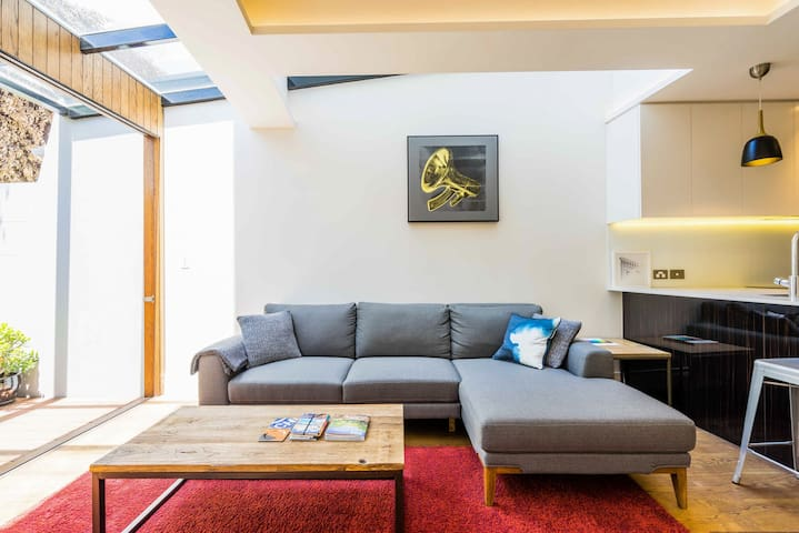 Unwind in a Luxury Apartment in Heart of Surry Hills