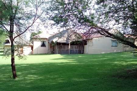 KOMMANDONEK GAME LODGE IN VREDEFORT DOME