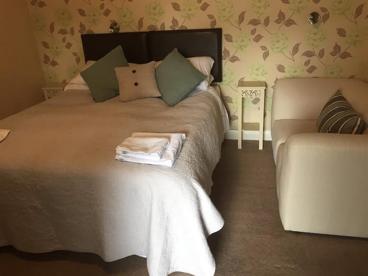 King / Twin Room at Hawthorn Farm Guest House
