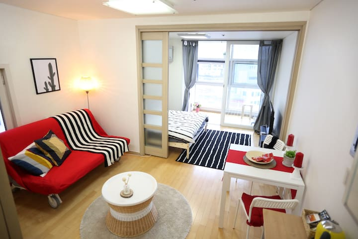 (new!)Cozy Place. Direct to HongDae and GangNam!! - Yeongdeungpo-gu - Appartement