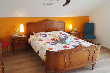 **** BRIGHT CLEAN 20m2 ROOM ****