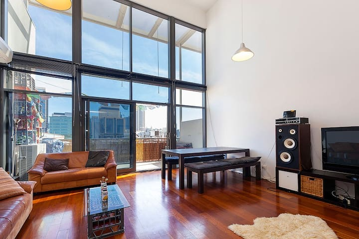 LUXURY DOUBLE STOREY INNER CITY APARTMENT - Northbridge - Lejlighed