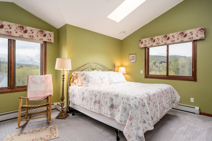 Romantic King getaway in Bed and Breakfast