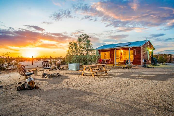 "Moonrise Cabin ~ An ""off -the - grid"" Getaway!"
