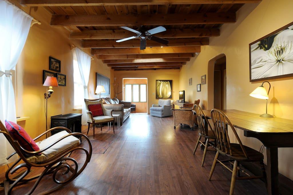 Casa familia 2 bedrooms 23 min walk to plaza houses for Casa in stile santa fe