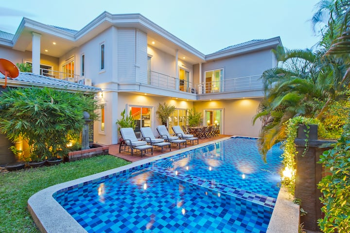 ⭐Modern Luxury 7BR Villa w/Pool in Central Pattaya