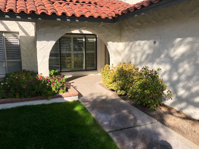 Charming quiet 2bed close to Old Town Scottsdale.