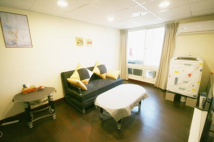 Taichung City/elevator/ live2-6 people/free wifi