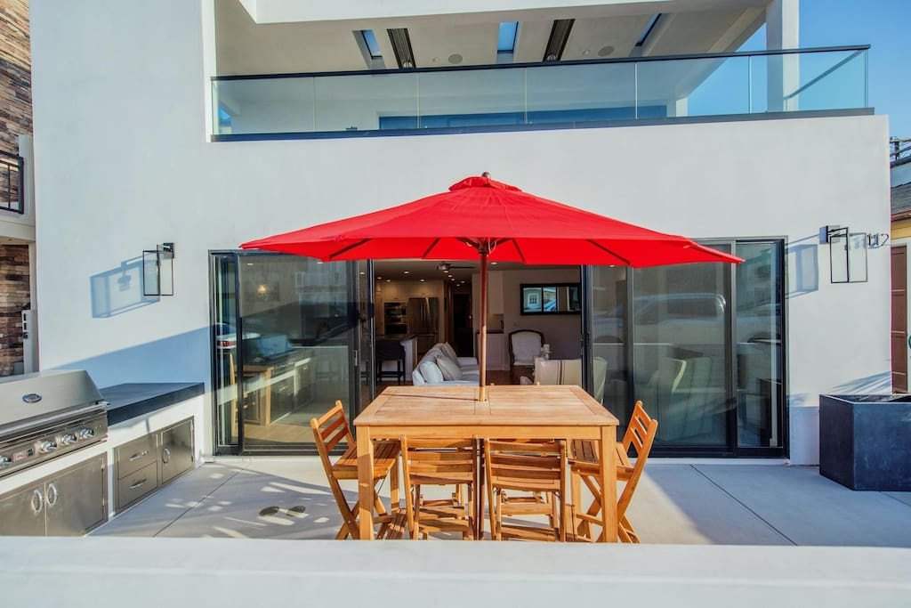 Dine al fresco on the beachview patio, flanked by a high end built-in bbq grill, counter area and welcoming Fleetwood glass sliders into the main interior living areas.