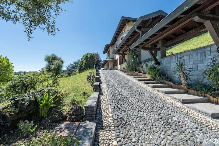 Villa Mariuccia - Merone - วิลล่า
