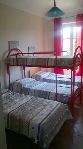 Camera da letto n. 3 - 2 letti singoli e 1 letto a castello