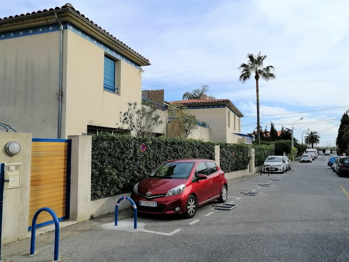 Studio + parking en bord de mer // next to the sea