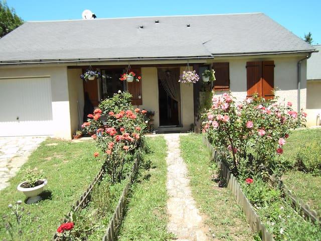2 chambres dans villa proche Mende - Barjac - House
