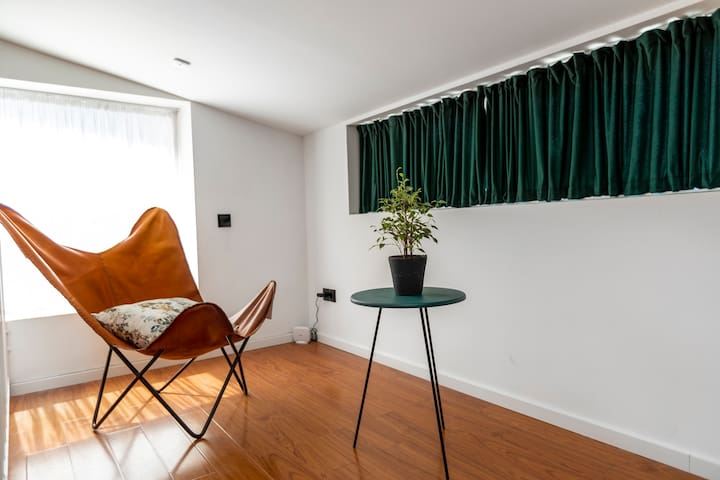 Bright and stylish 3 BR duplex apt. with terrace