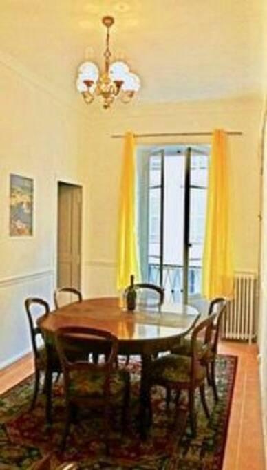 Dining Room with Balcony/ Salle a Mangé avec Balcon
