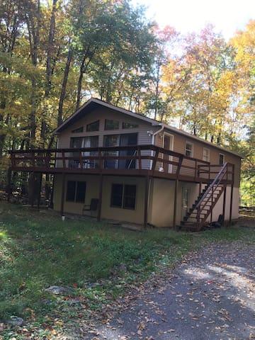 Cozy Pocono A-frame - Mount Pocono - Casa
