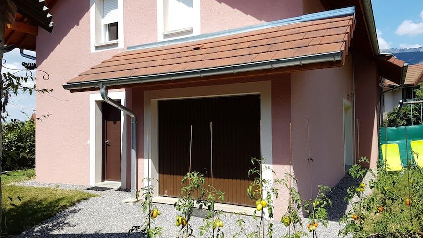 Maison à Annecy le Vieux avec petit jardin
