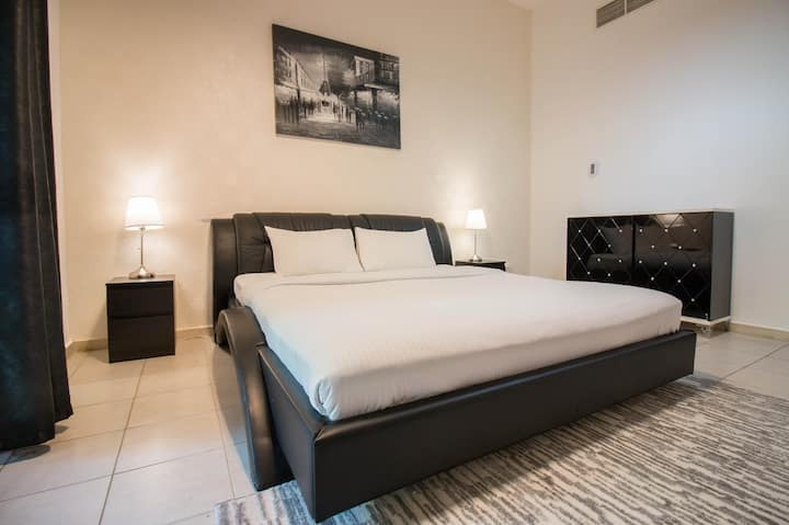 Stylish 1BR 5 mins to Dubai Marina & JLT