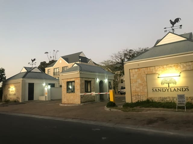 Modern Complex close to Vineyards - Entire Place