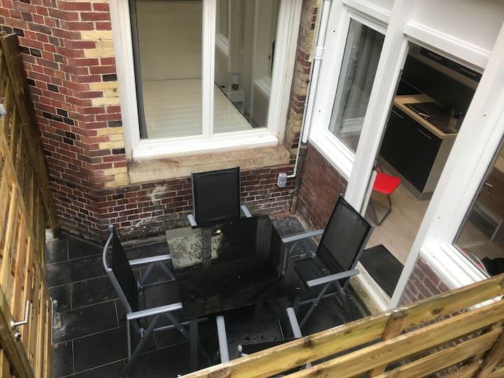 Petit T2 hypercentre avec terrasse privée