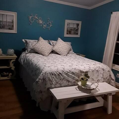 Cozy Cottage Room