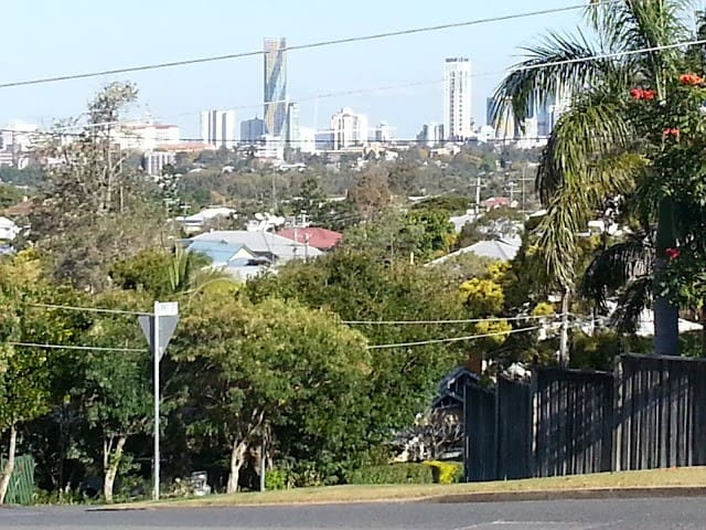 City Views & BBQs! Close to CBD - Grange - Hus