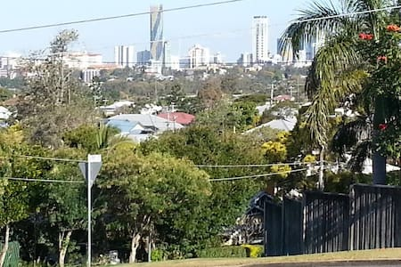 City Views & BBQs! Close to CBD - Grange