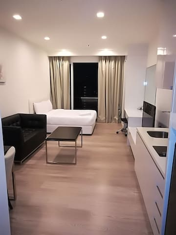 Balcony Studio, Bukit Bintang KLCC |Near Nightlife