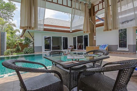 Modern Asian 3 bed villa with pool - Pattaya