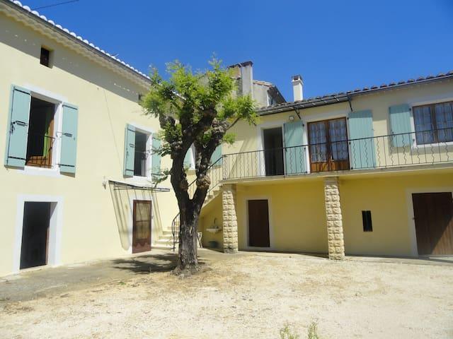 Schönes Haus mit Garten & Balkon