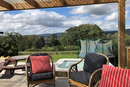 Lake Holiday Home - spa pool & lovely views
