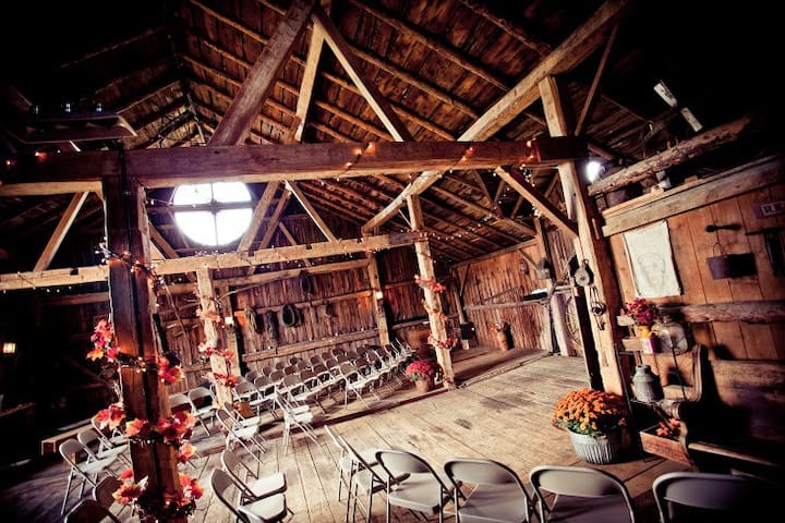Barn Wedding Venue - Helenville - Bungalo