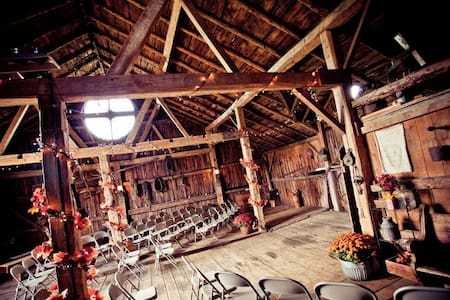 Rustic Barn Wedding & Event Venue - Helenville - Alpstuga
