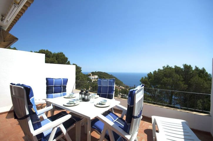 Apartment with sea views located in quiet residential area just 2 km. from  Sa Tuna beach. - Begur - Apartment