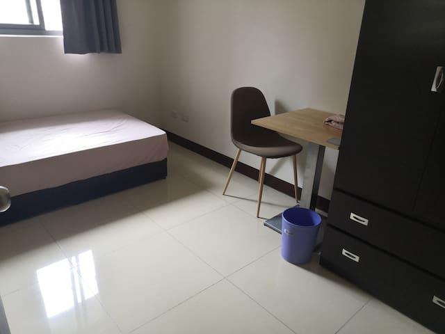 簡約單人房(兩人可提供單人床墊)