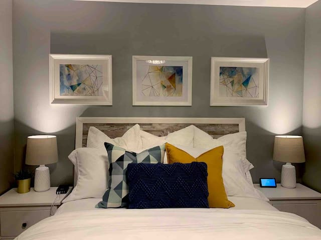 Master bedroom, super comfy queen sized pillow top mattress, room has 32' smart tv with Netflix