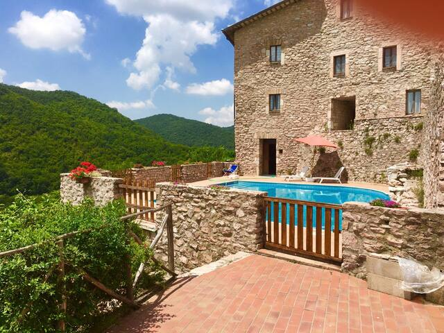 Macerino Castle : Giglio/sleeps 2 - 17 kms/Spoleto - Fogliano