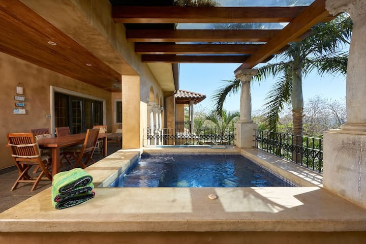 La Esquina-10/Luxury penthouse, sleeps 8, big pool