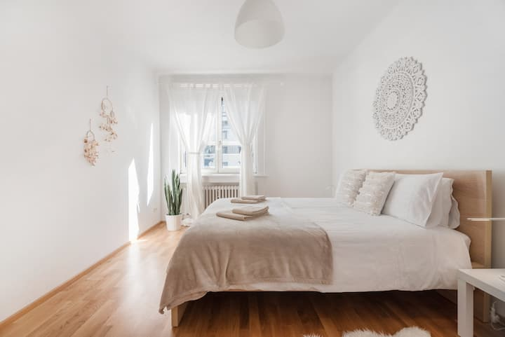 Lovely City Center Apartment -hip and trendy Area