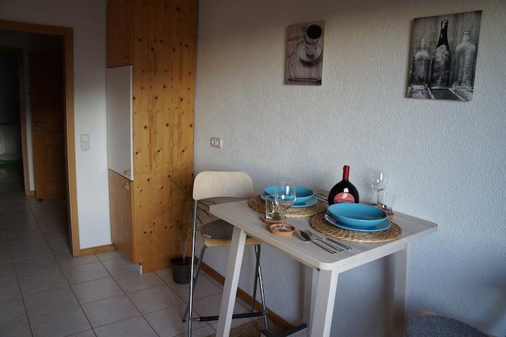 Ferienwohnung Henneberg (Schonungen), Ferienwohnung (51qm) mit Küche und Terrasse
