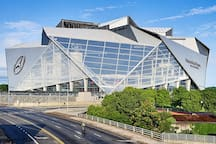 Super Bowl Mercedes Benz Stadium 10mins away (Train Accessible)