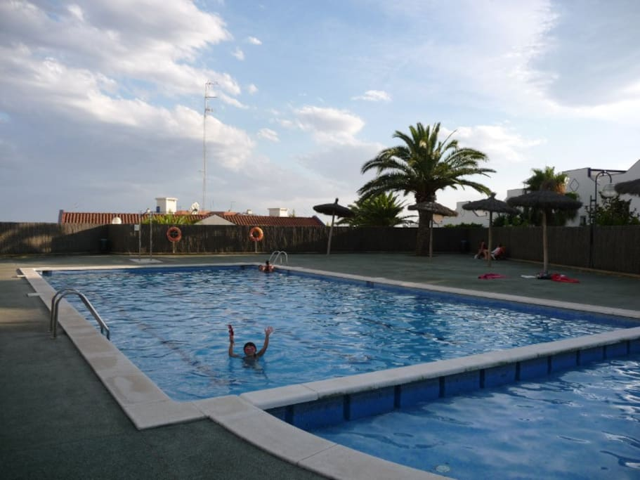 Apartment with swimming pool and wifi in sitges for Swimming pool show barcelona