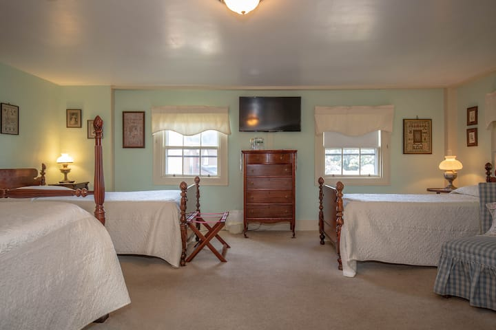 Clark Currier Inn - Sargent Room