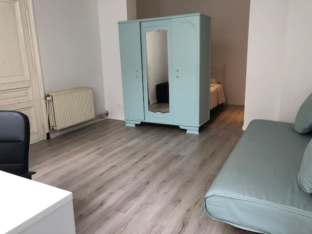 GREAT LOCATION-COMFORTABLE ROOM with own bathroom
