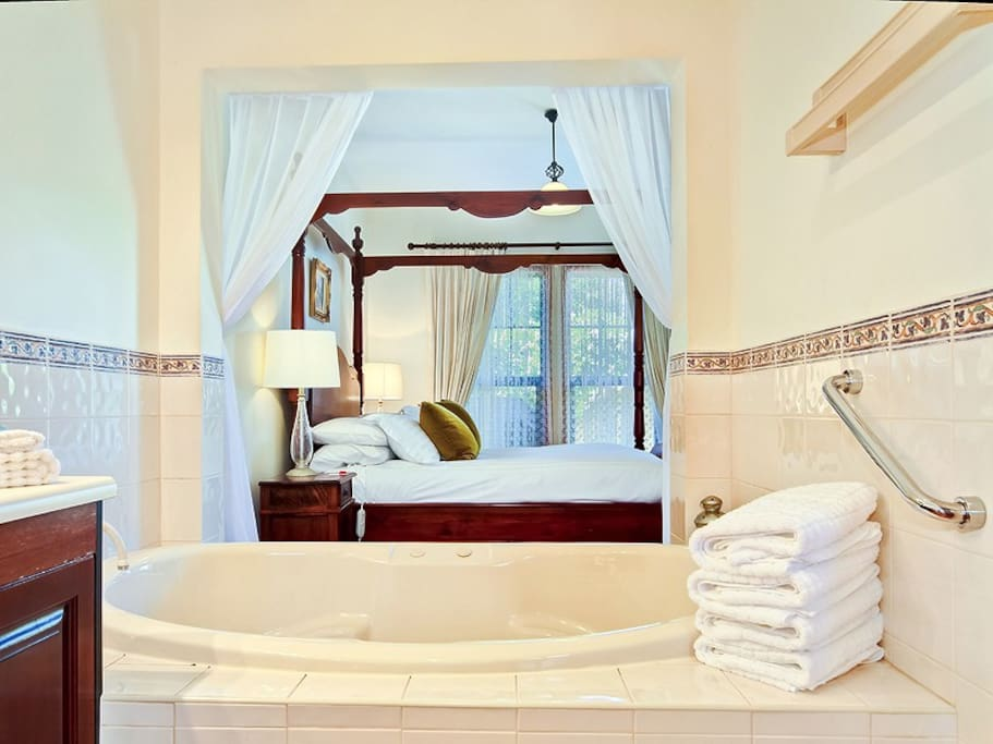 The Cottage Wine And Roses Bed And Breakfast Bed