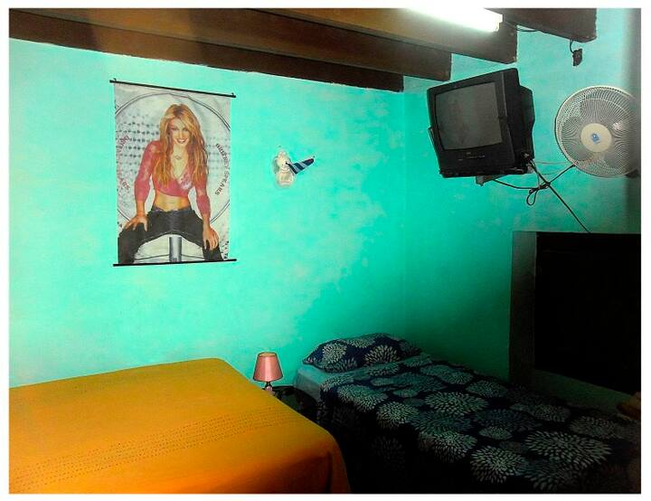 Hostal Doña Juana, Room 'VERDE' with WC